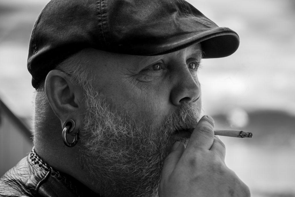 Biffen Bjørndals røykepause. Foto: Kristin B. Bruun