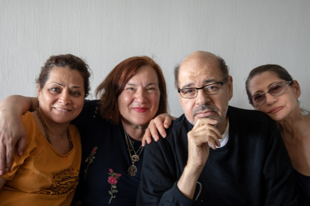 Walid og jentene - ved tre av dem. Foto: K.B. Bruun