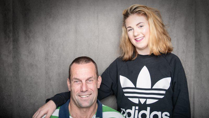 Far og datter  i fotostudio