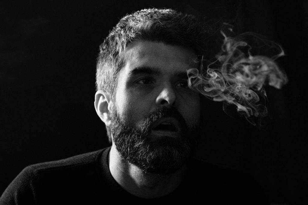 Røyking foran kamera. Foto: Kristin B. Bruun